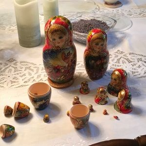 Russian nesting dolls signed 10